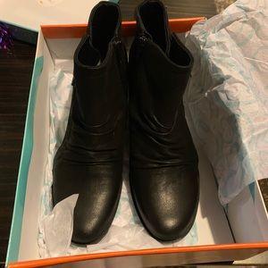 Bare traps ladies boots